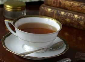 Tasse Tee mit Büchern