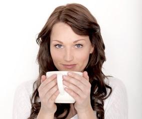 Der Artikel hebt hervor, dass Tee nicht nur Getränk sondern auch Arznei ist.